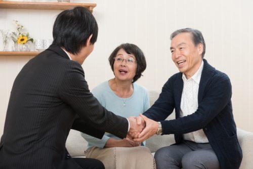 老夫婦 相談会 握手
