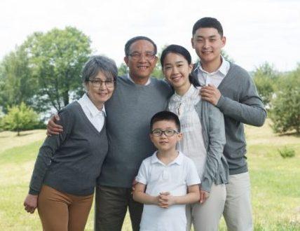 老夫婦と家族